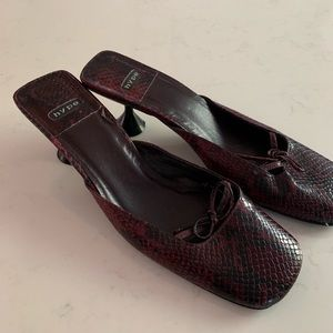 Hype Shoes - Hype vintage round spool heel square toe mules